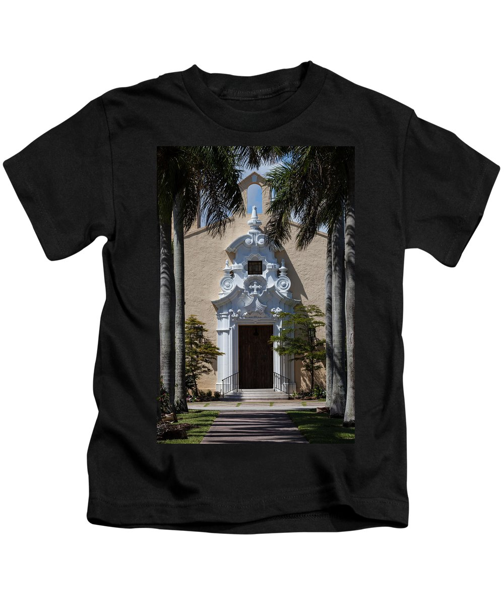 Church Kids T-Shirt featuring the photograph Entrance To Congregational Church by Ed Gleichman