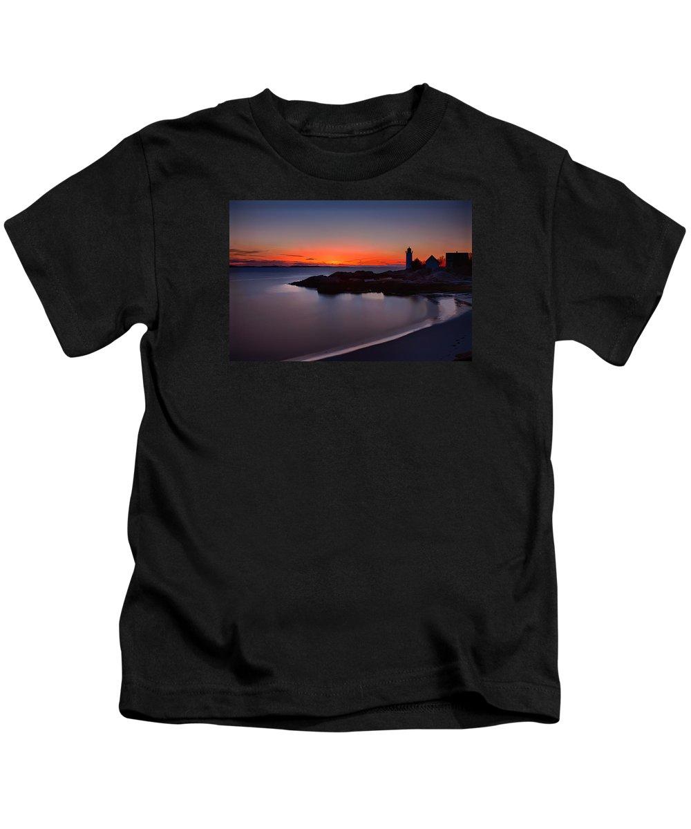 Annisquam Lighthouse Kids T-Shirt featuring the photograph Final Light by Jeff Folger