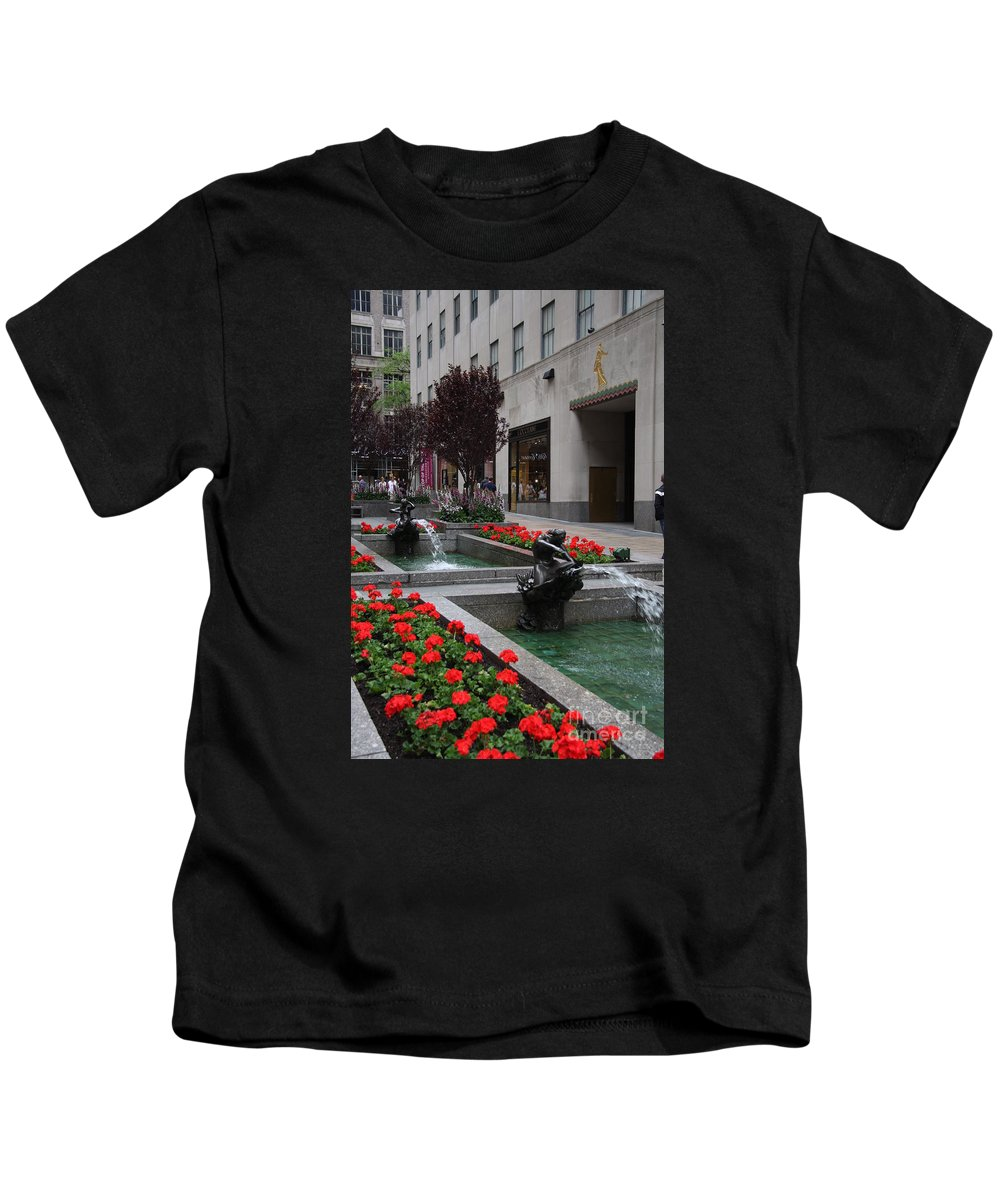 Fountain Kids T-Shirt featuring the photograph Fountain At Rockefeller Center Nyc by Christiane Schulze Art And Photography