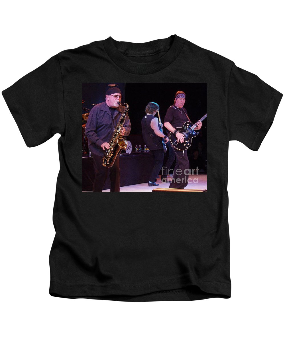 George Thorogood And The Destroyers Kids T-Shirt featuring the photograph George Thorogood And The Destroyers by John Telfer