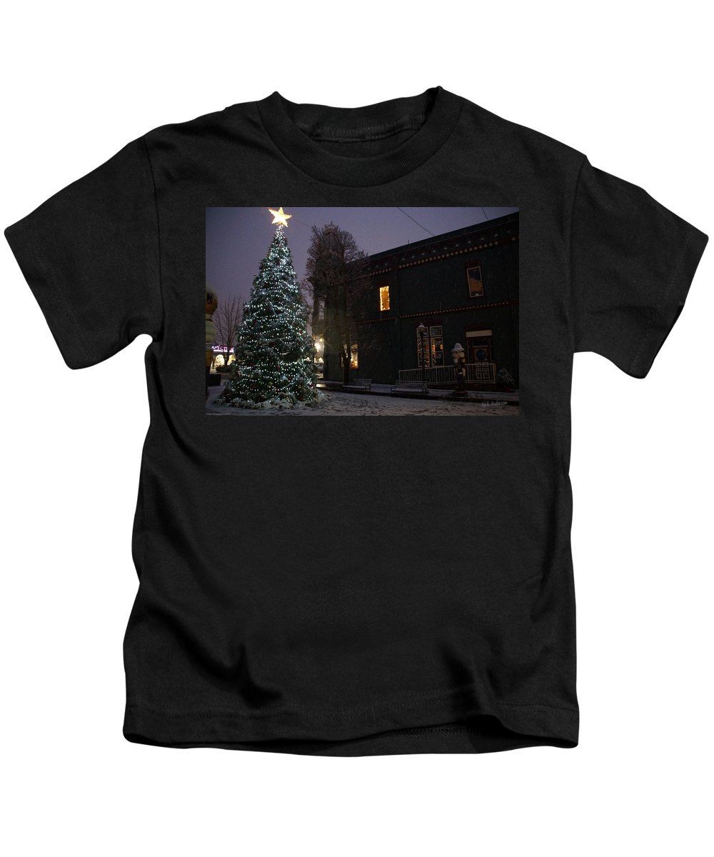 Lights Kids T-Shirt featuring the photograph Grants Pass Town Center Christmas Tree by Mick Anderson