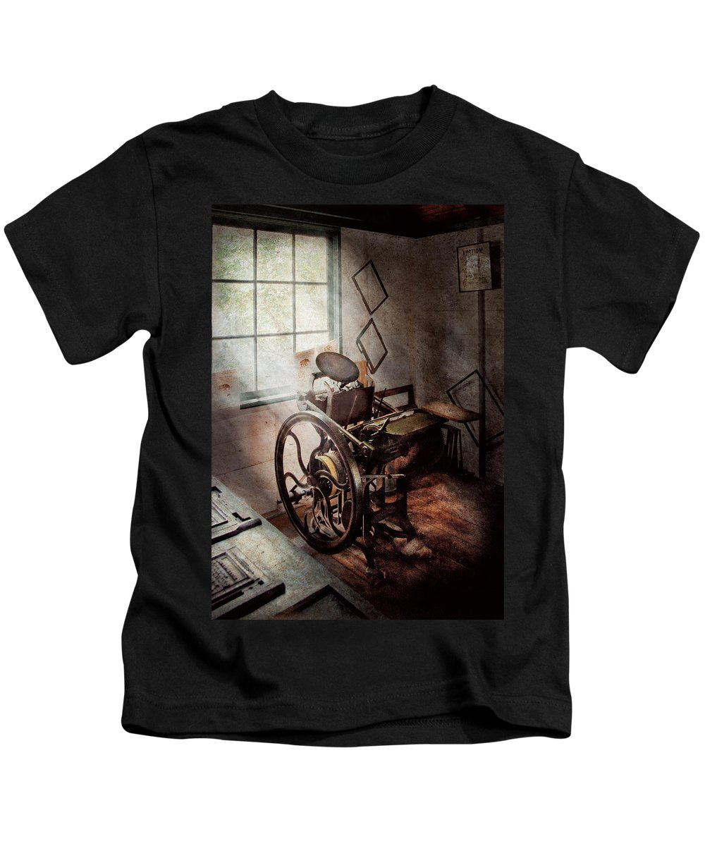Graphic Artist Kids T-Shirt featuring the photograph Graphic Artist - The Humble Printing Press by Mike Savad