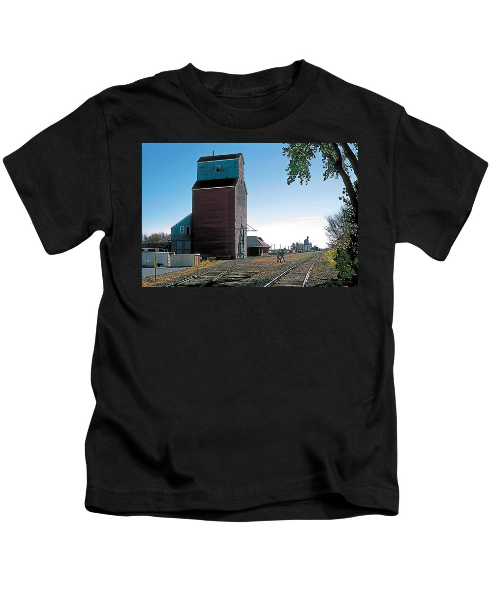 Scenic Kids T-Shirt featuring the painting High River by Terry Reynoldson