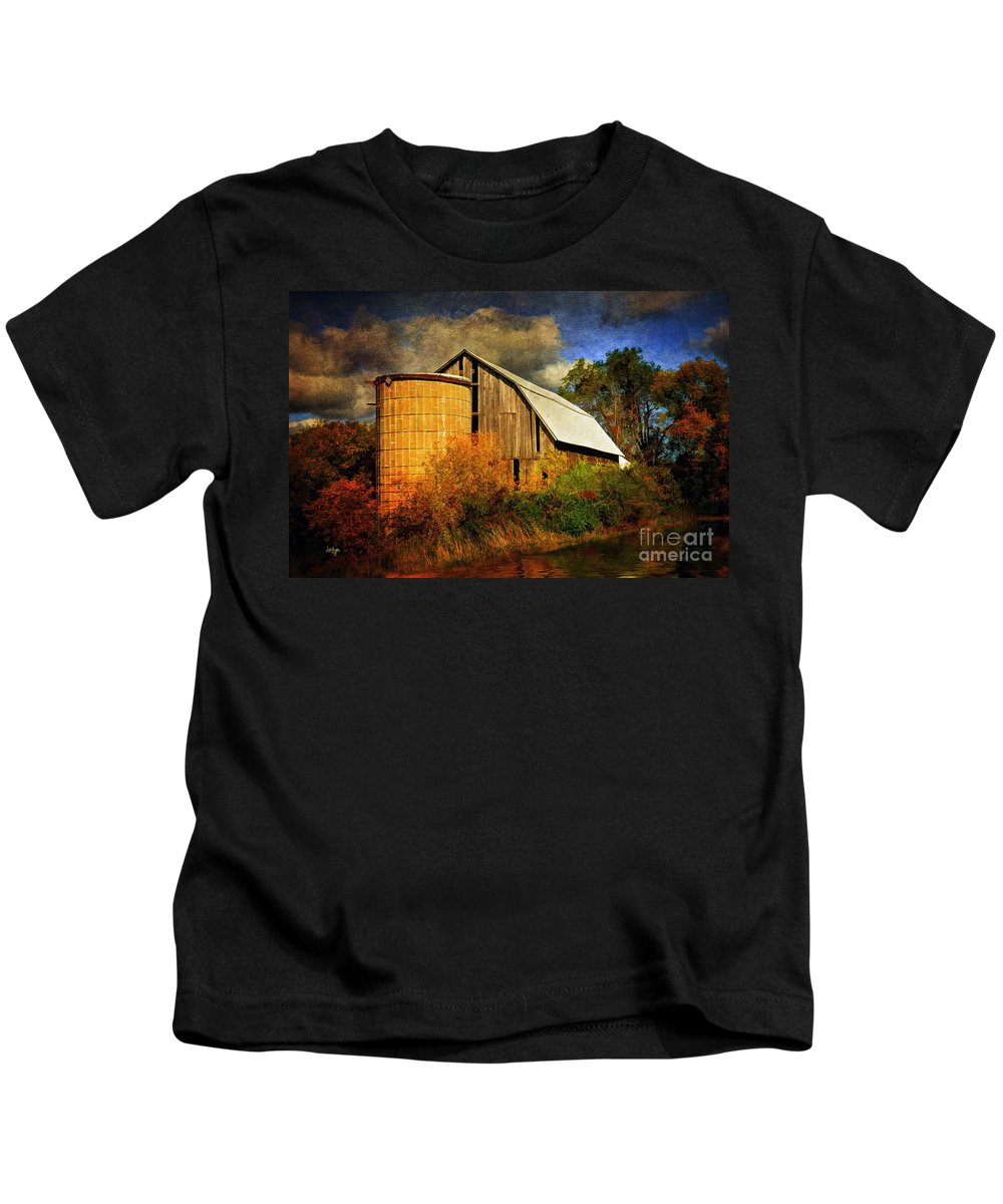 Barn Kids T-Shirt featuring the photograph In The Gloaming by Lois Bryan