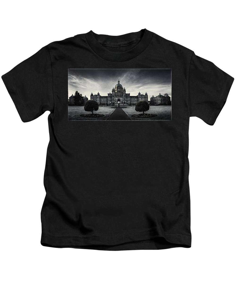 Architecture Kids T-Shirt featuring the photograph Legislature Building British Columbia Victoria by Peter v Quenter