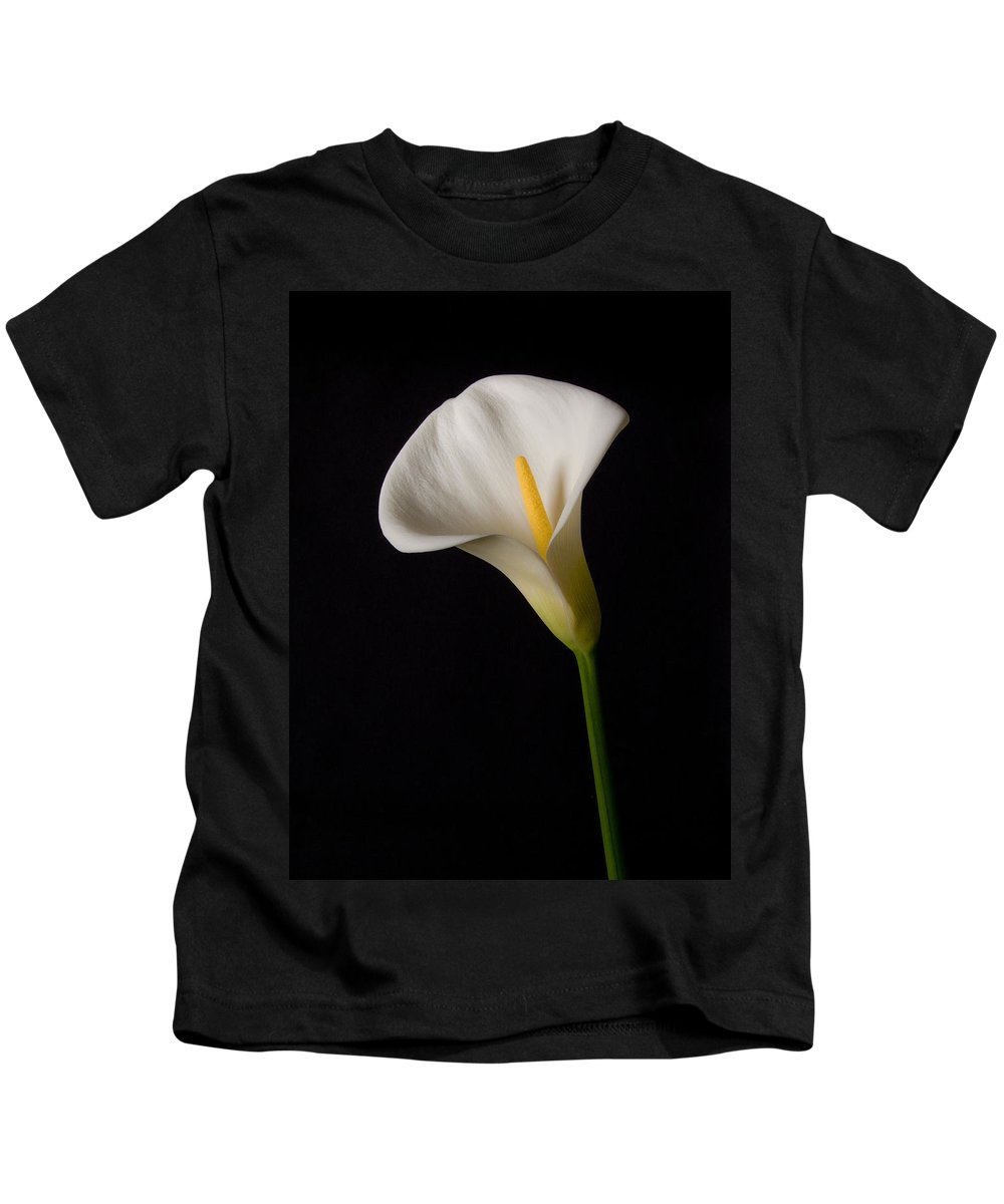 Calla Lily Kids T-Shirt featuring the photograph Lily On Black by Guillermo Rodriguez