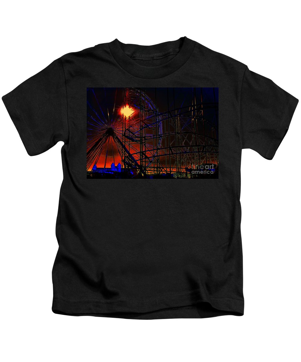 Architectural Art Kids T-Shirt featuring the photograph Magic Of The Midway by Robert McCubbin