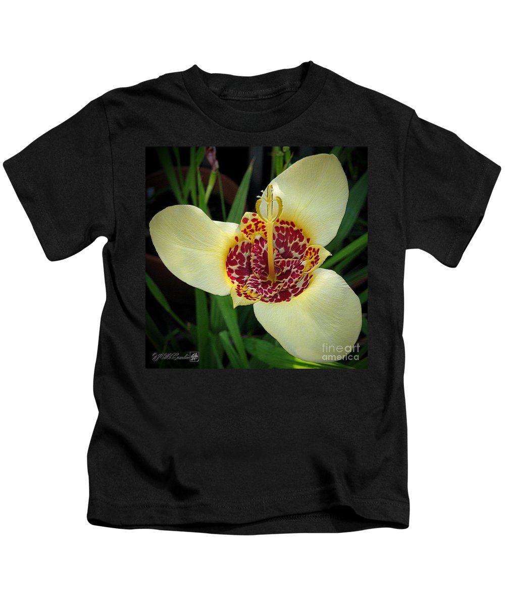 Mccombie Kids T-Shirt featuring the photograph Mexican Shell Flower by J McCombie