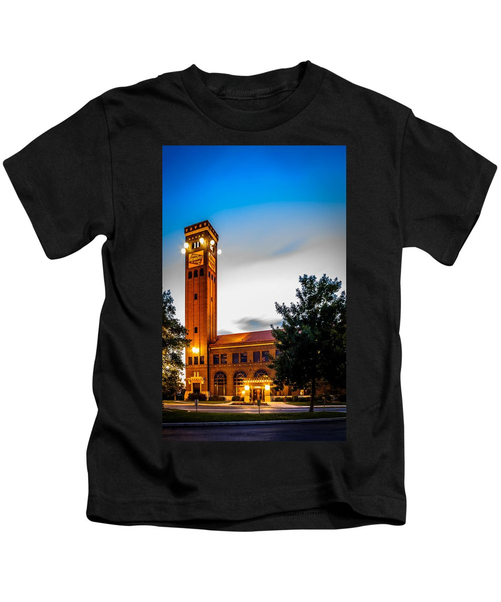 Train Station Kids T-Shirt featuring the photograph Milwaukee Station by John Lee