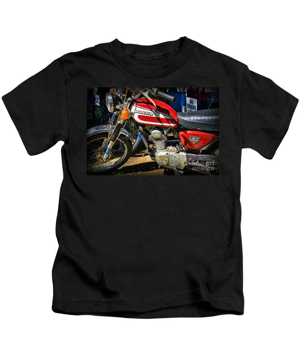 Paul Ward Kids T-Shirt featuring the photograph Motorcycle - 1974 Honda Cl 125 Scrambler Classic by Paul Ward