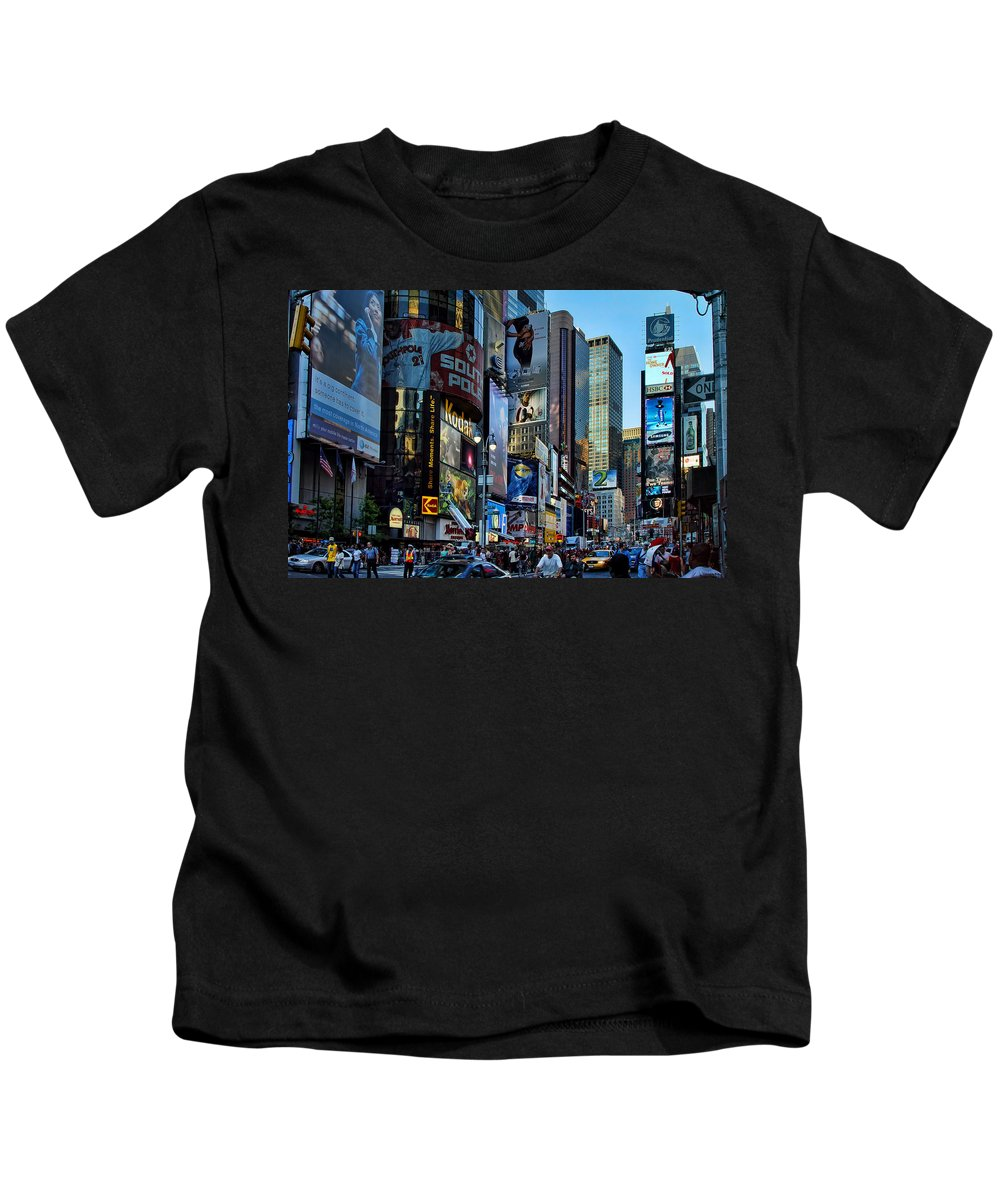 American Flag Kids T-Shirt featuring the photograph New York Rush Hour by New York