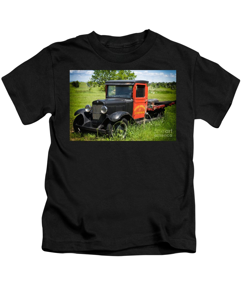 Old Kids T-Shirt featuring the photograph Old Chevrolet Truck by Les Palenik