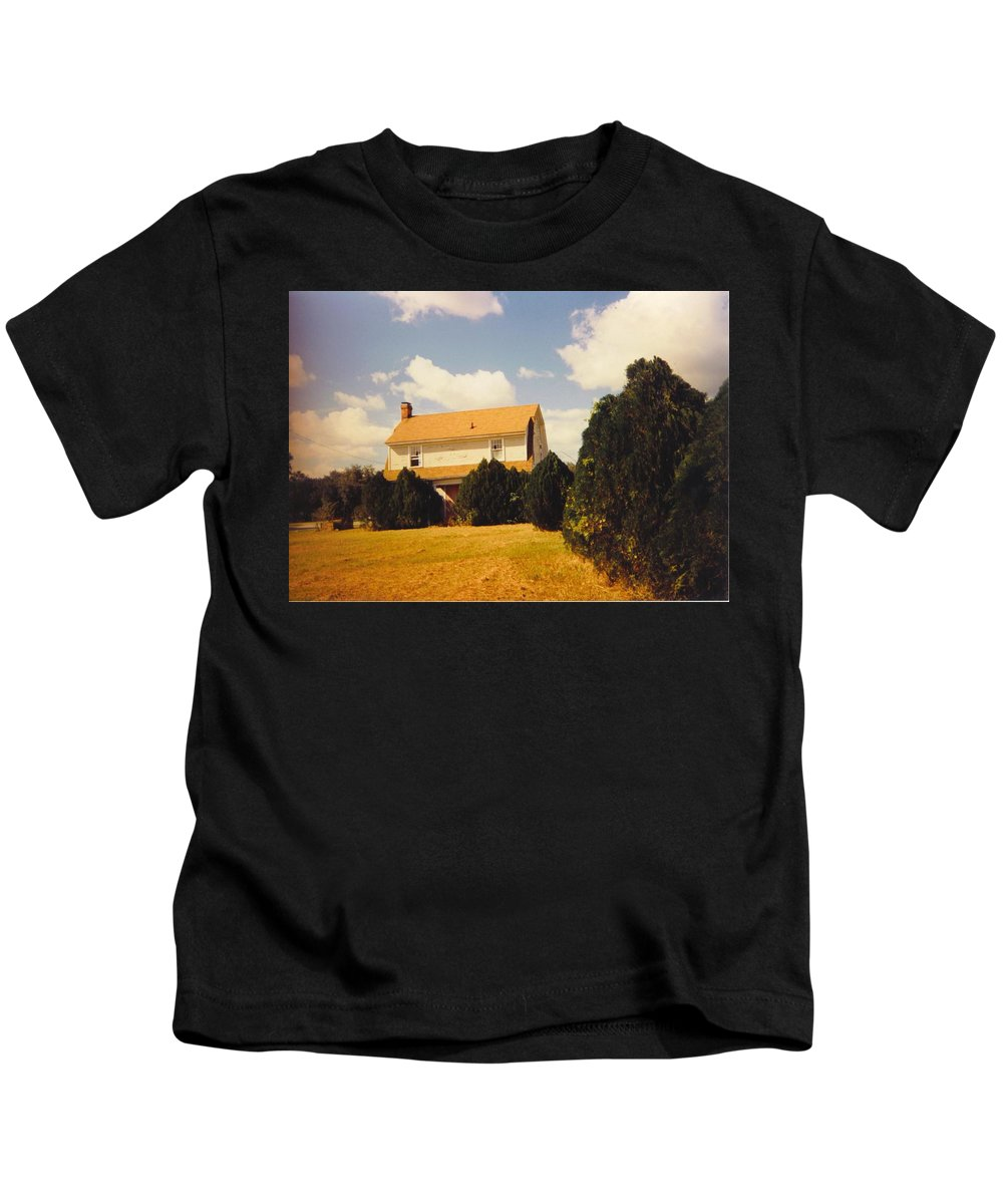 Was On Pine Island Road In Ft.myers Kids T-Shirt featuring the photograph Old Farmhouse Landscape by Robert Floyd