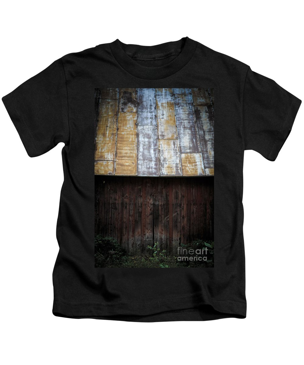 Vermont Kids T-Shirt featuring the photograph Old Rusty Tin Roof Barn by Edward Fielding
