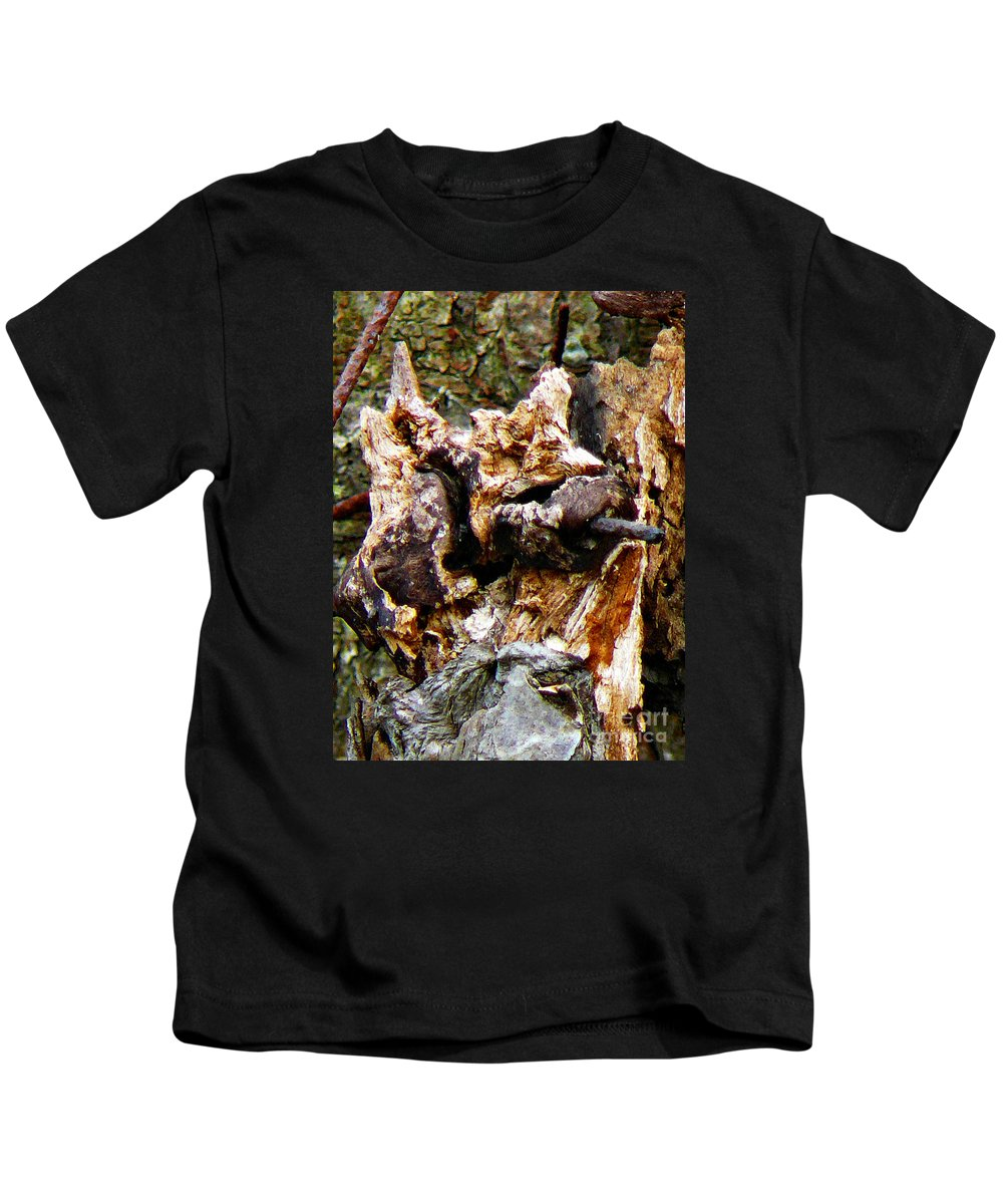 One Eyed Kids T-Shirt featuring the photograph One Eyed Tomcat by Chris Sotiriadis