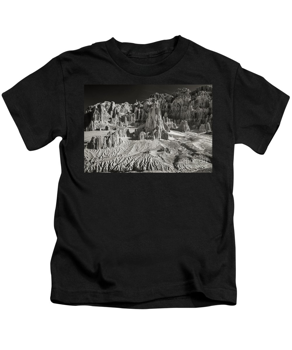 North America Kids T-Shirt featuring the photograph Panaca Sandstone Formations In Black And White Nevada Landscape by Dave Welling