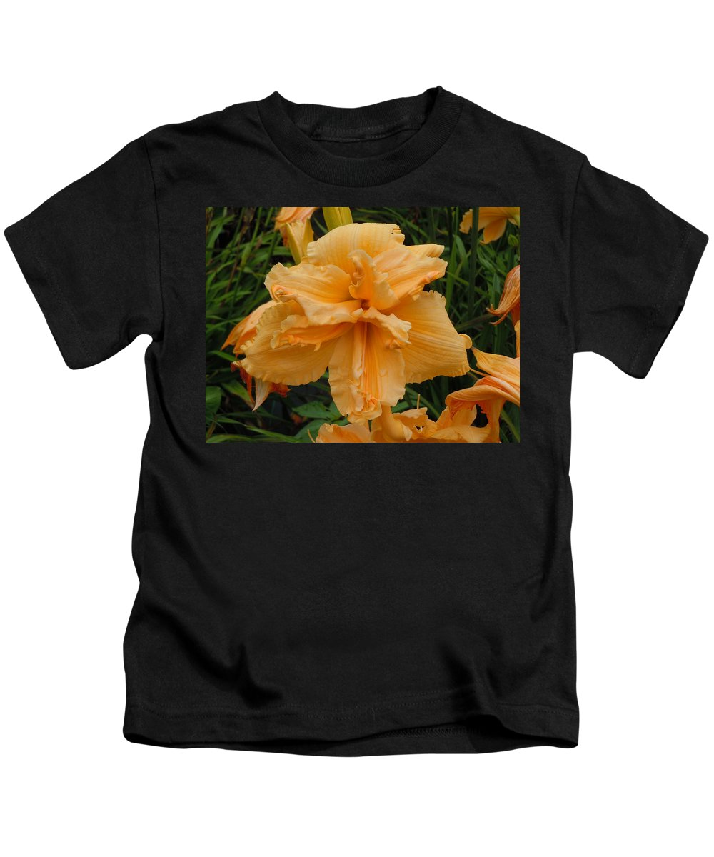 Daylily Kids T-Shirt featuring the photograph Peachy Keen by Jean Blackmer