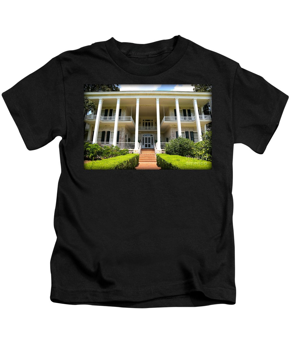Plantation Kids T-Shirt featuring the photograph Pebble Hill Plantation by Carol Groenen