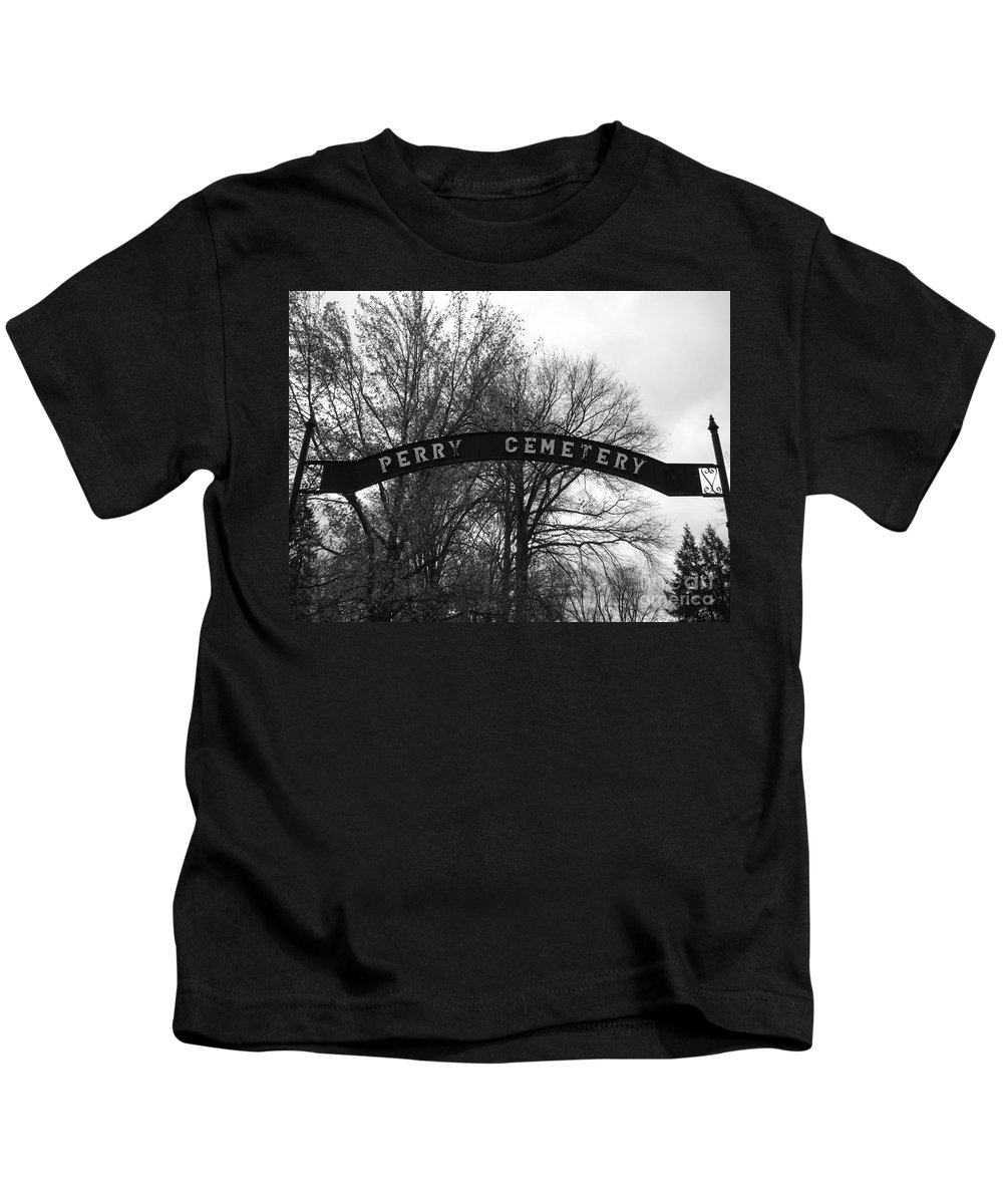 Perry Cemetery Kids T-Shirt featuring the photograph Perry Cemetery by Michael Krek