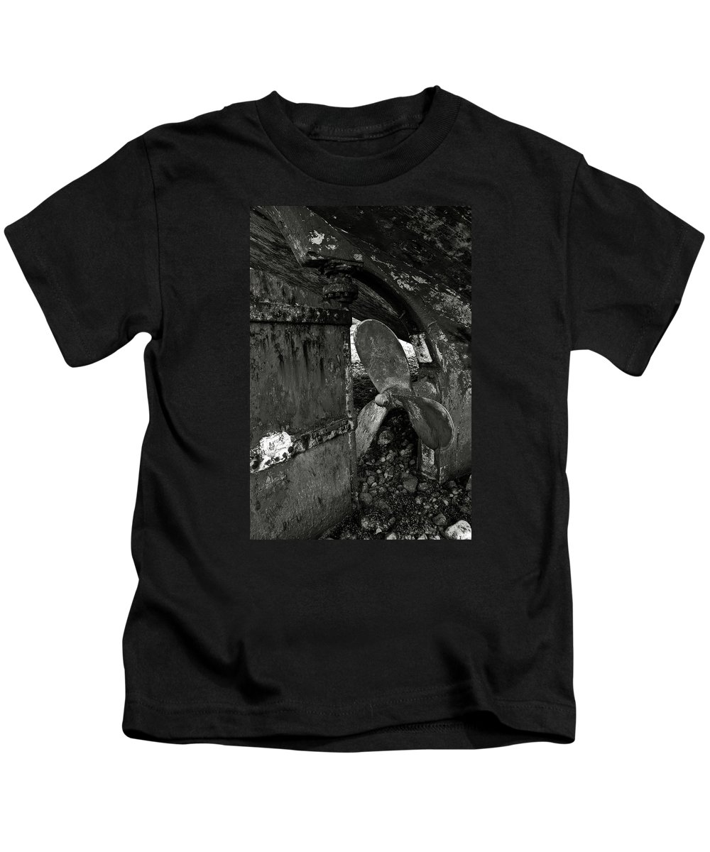 Propeller Kids T-Shirt featuring the photograph Propeller Of An Old Abandoned Ship by RicardMN Photography