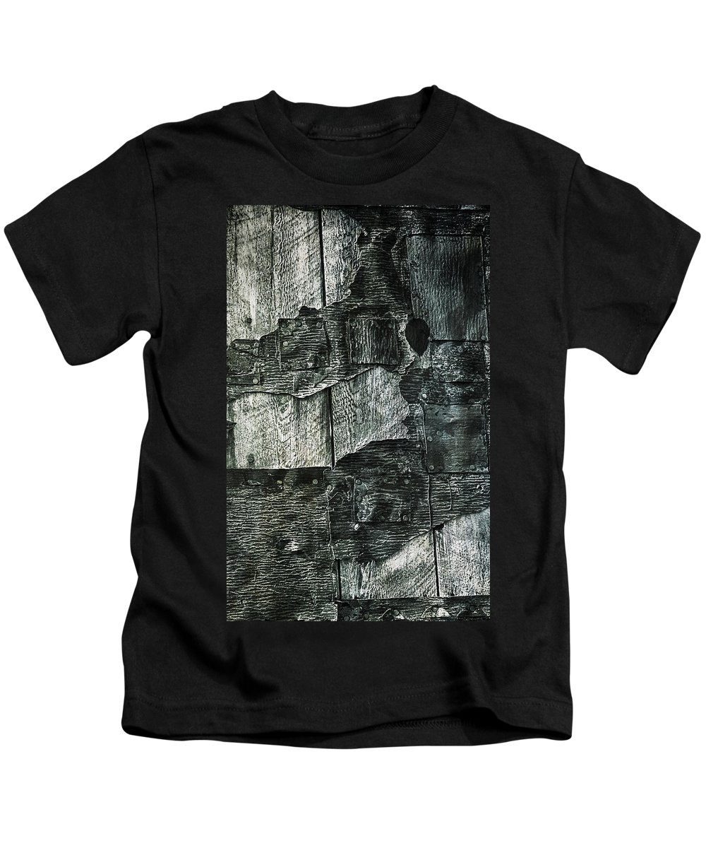 Abandoned Kids T-Shirt featuring the photograph Quartz Mountain 19 by YoPedro
