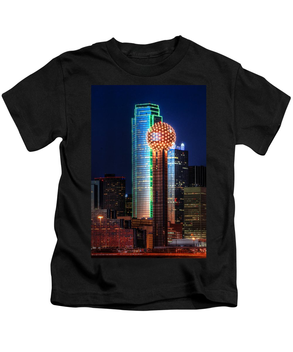 Reunion Tower Kids T-Shirt featuring the photograph Reunion Tower by Jonathan Davison