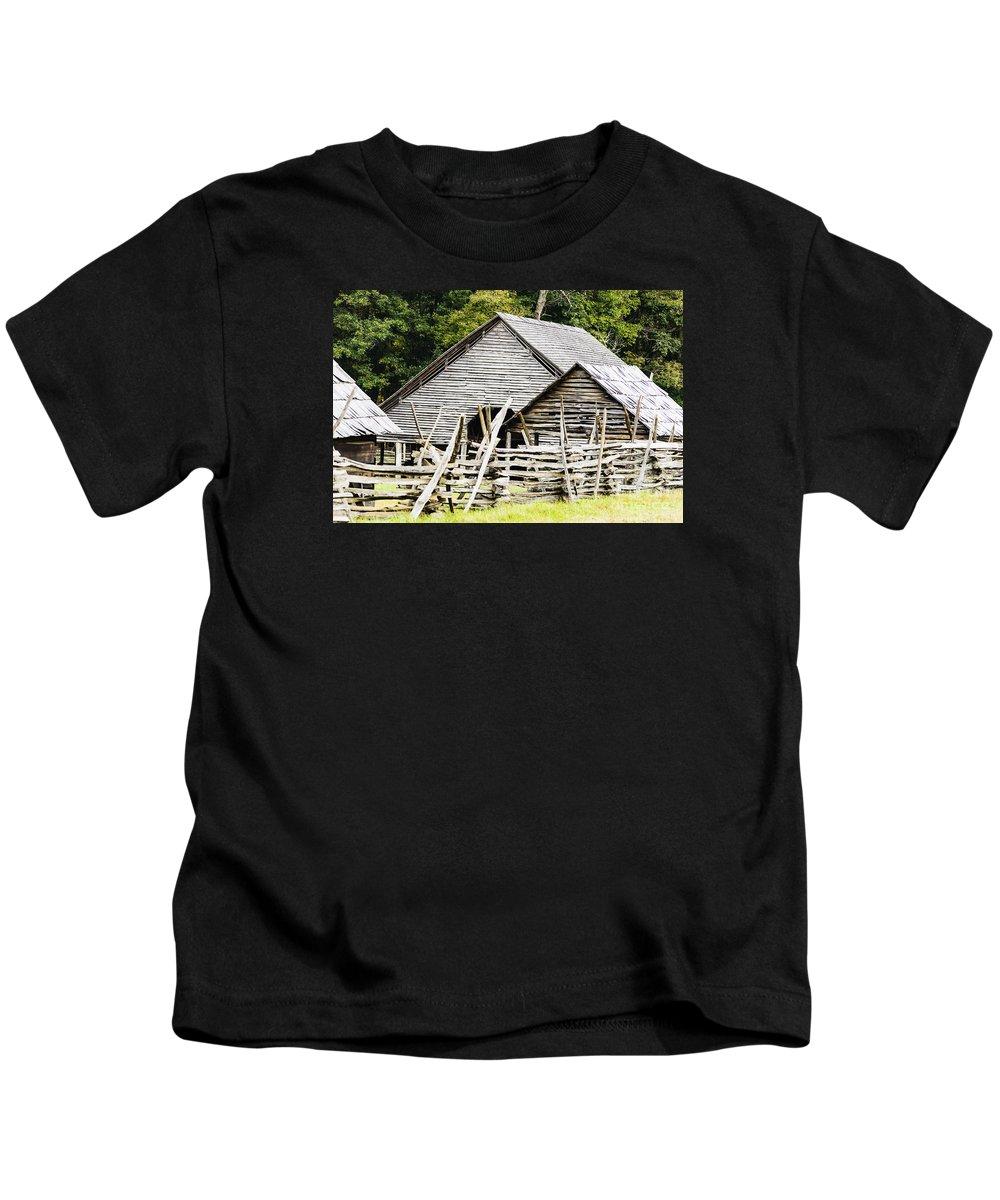 North Carolina Kids T-Shirt featuring the photograph Rustic Barnyard by Elvis Vaughn