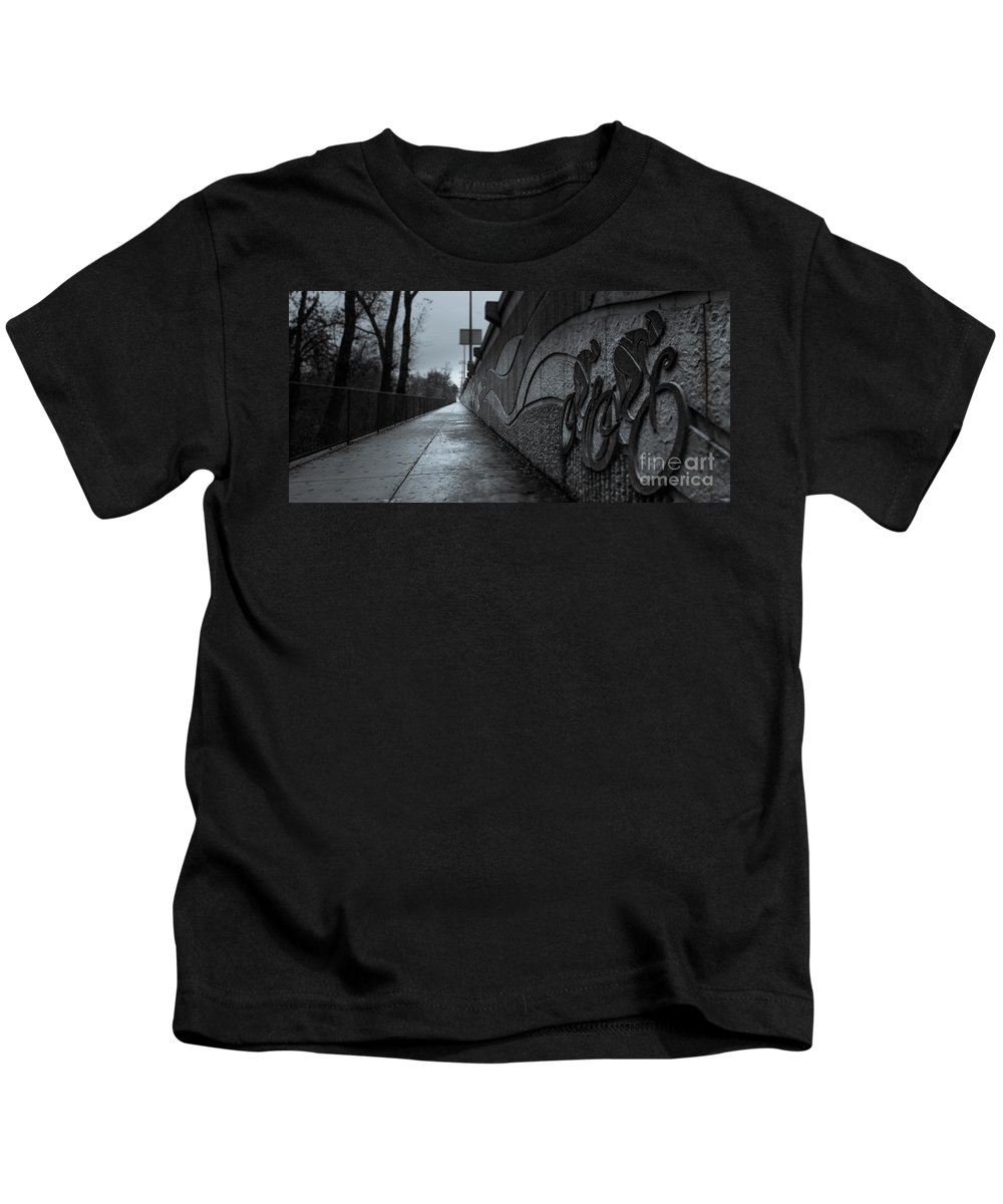 Black And White Kids T-Shirt featuring the photograph Sacramento River Trail At The Turtle Bay Park by Along The Trail