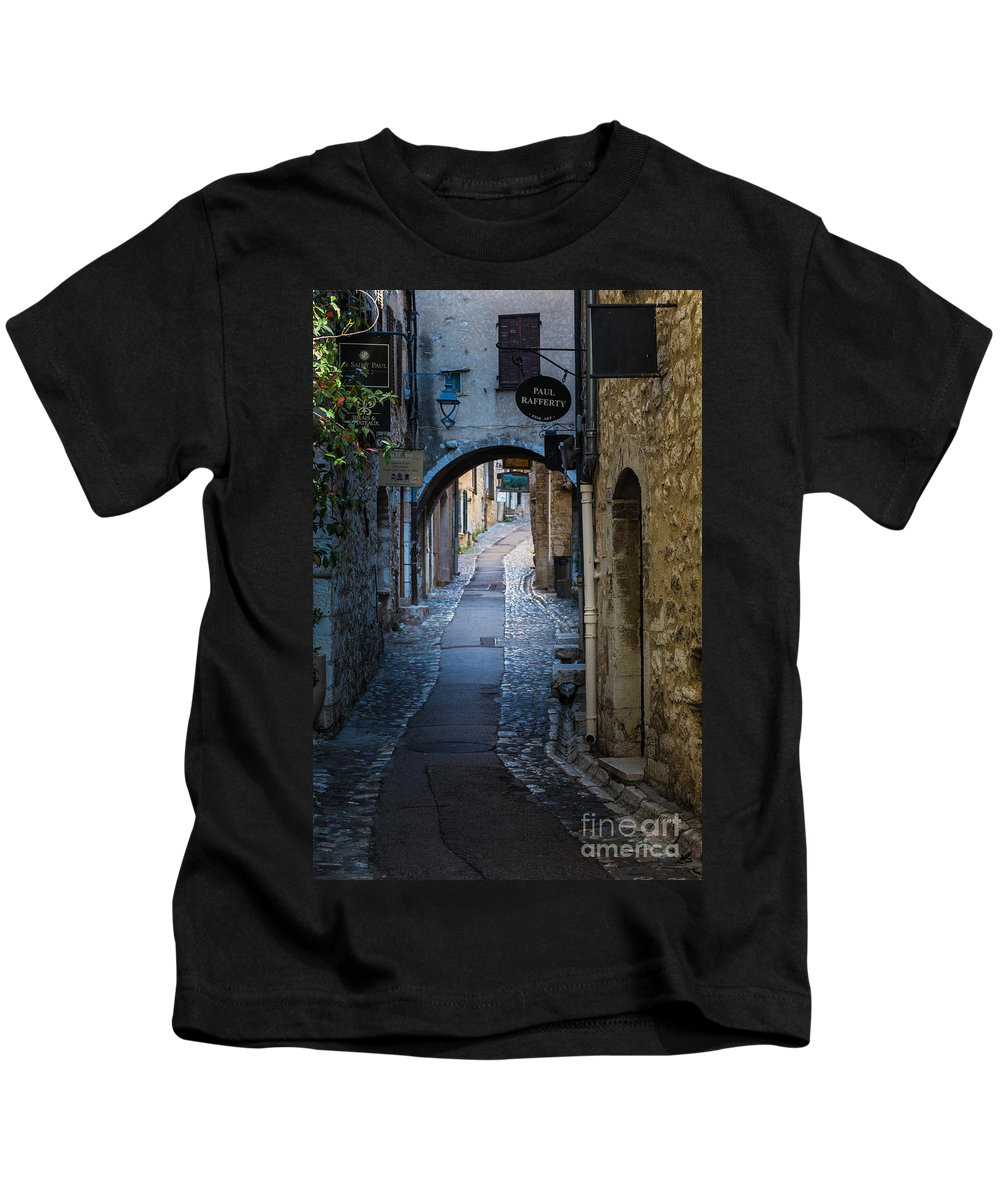 Cote D'azur Kids T-Shirt featuring the photograph Saint Paul Rue Grande by Inge Johnsson