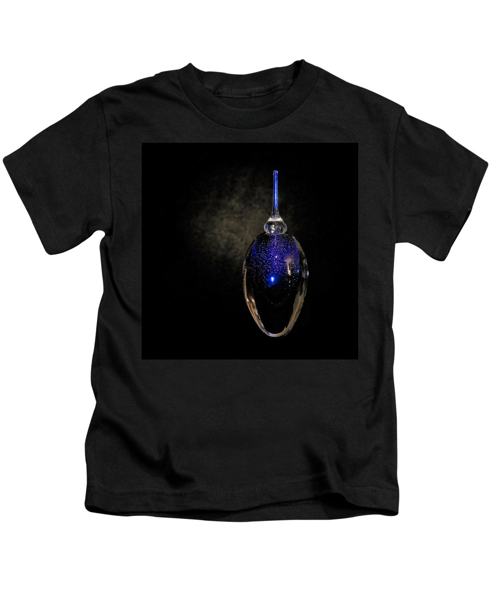 Perfume Kids T-Shirt featuring the photograph Scent Of A Woman by Stuart Harrison