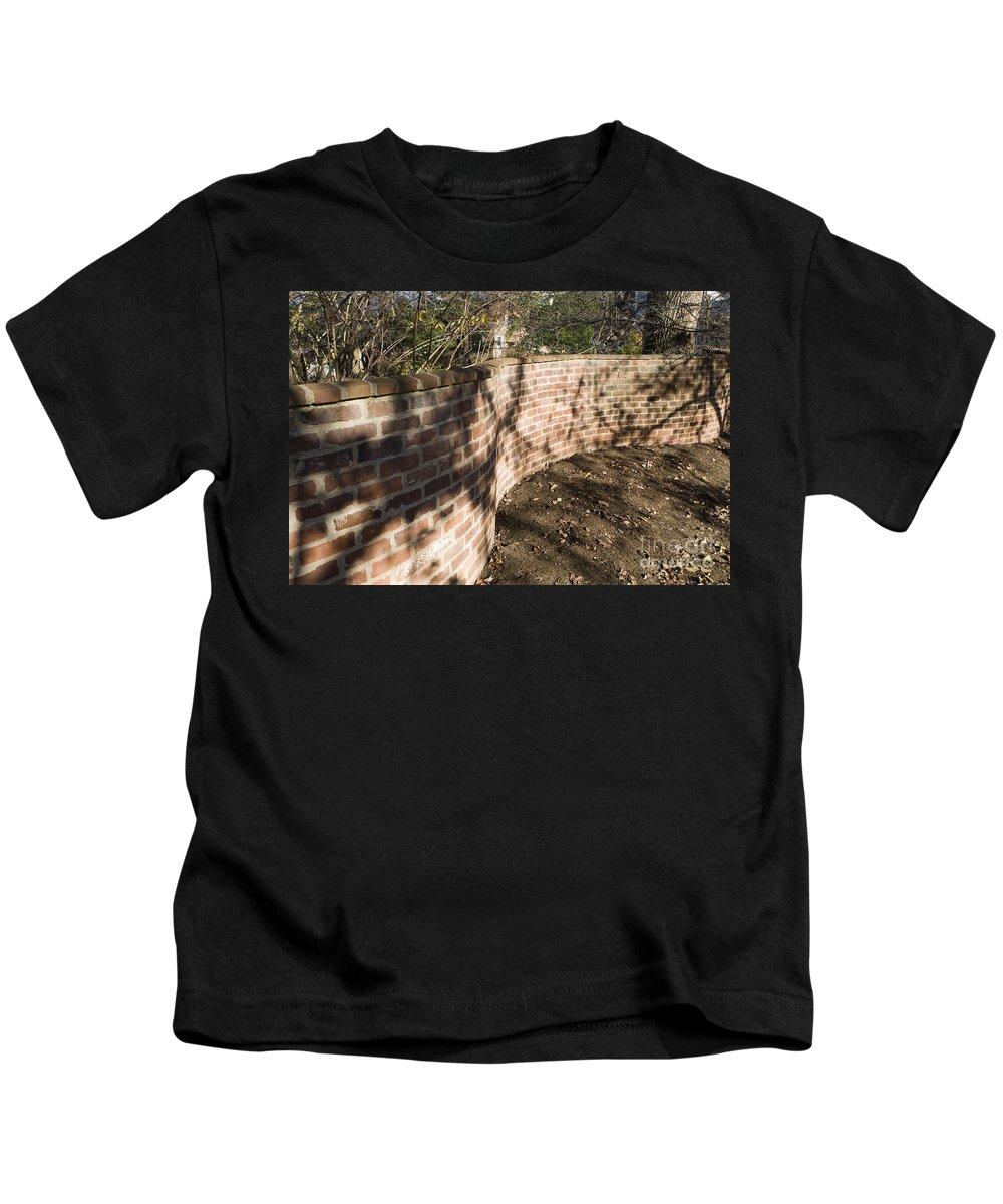 Serpentine Wall Kids T-Shirt featuring the photograph Serpentine Wall University Of Virginia by Jason O Watson