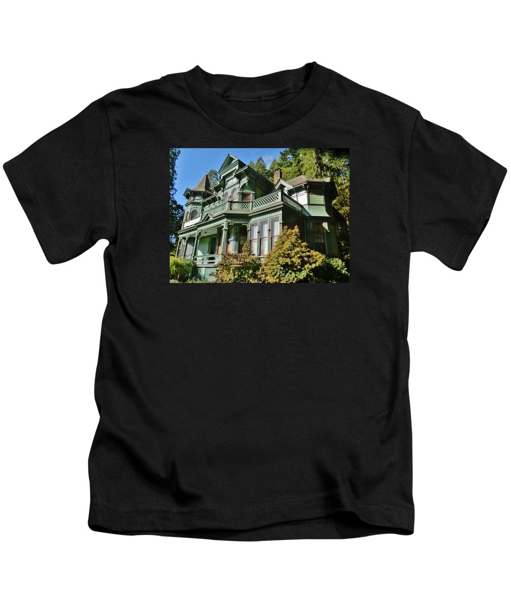 House Kids T-Shirt featuring the photograph Shelton-mcmurphey House by VLee Watson