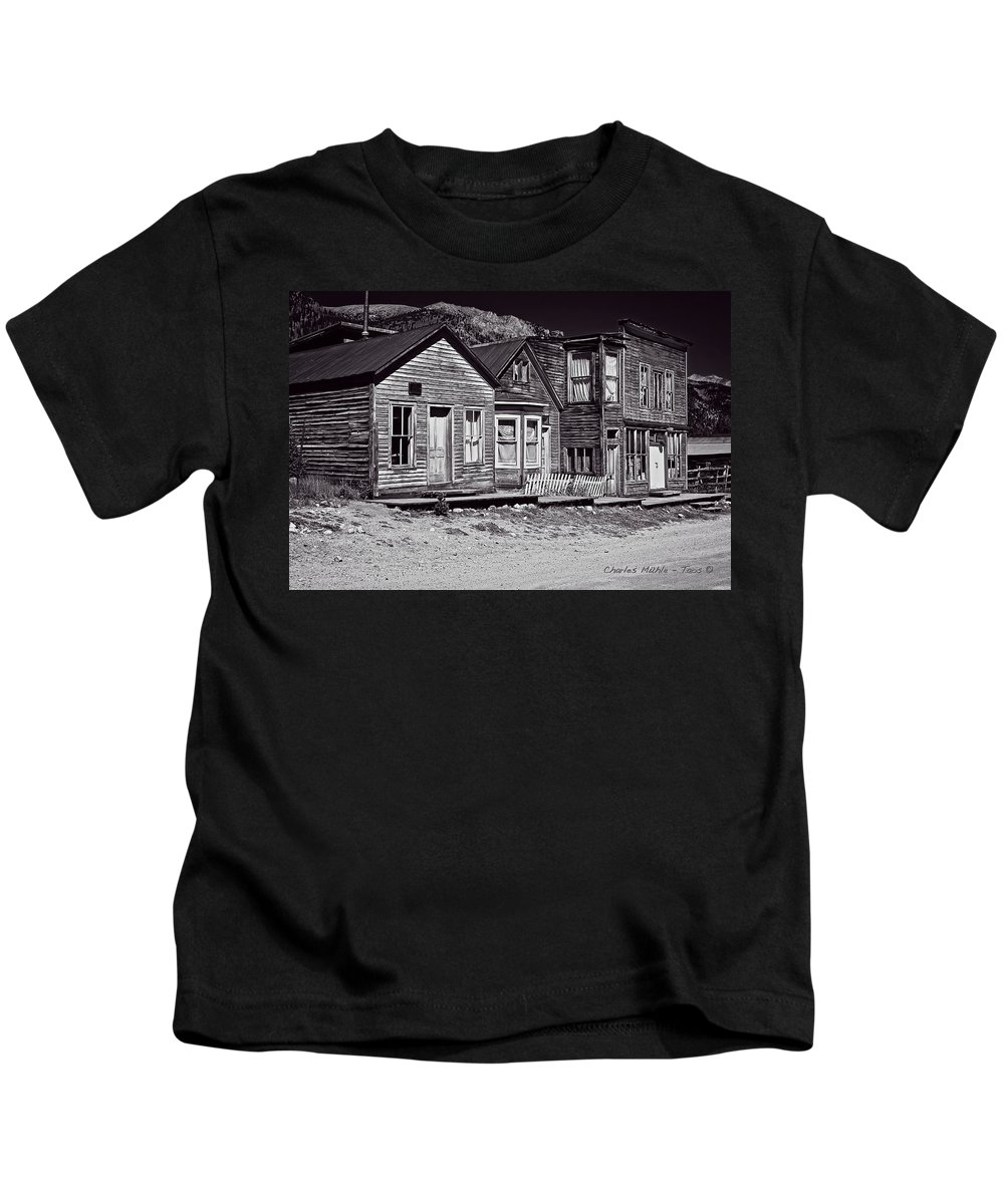 St Kids T-Shirt featuring the photograph St Elmo In Black And White by Charles Muhle