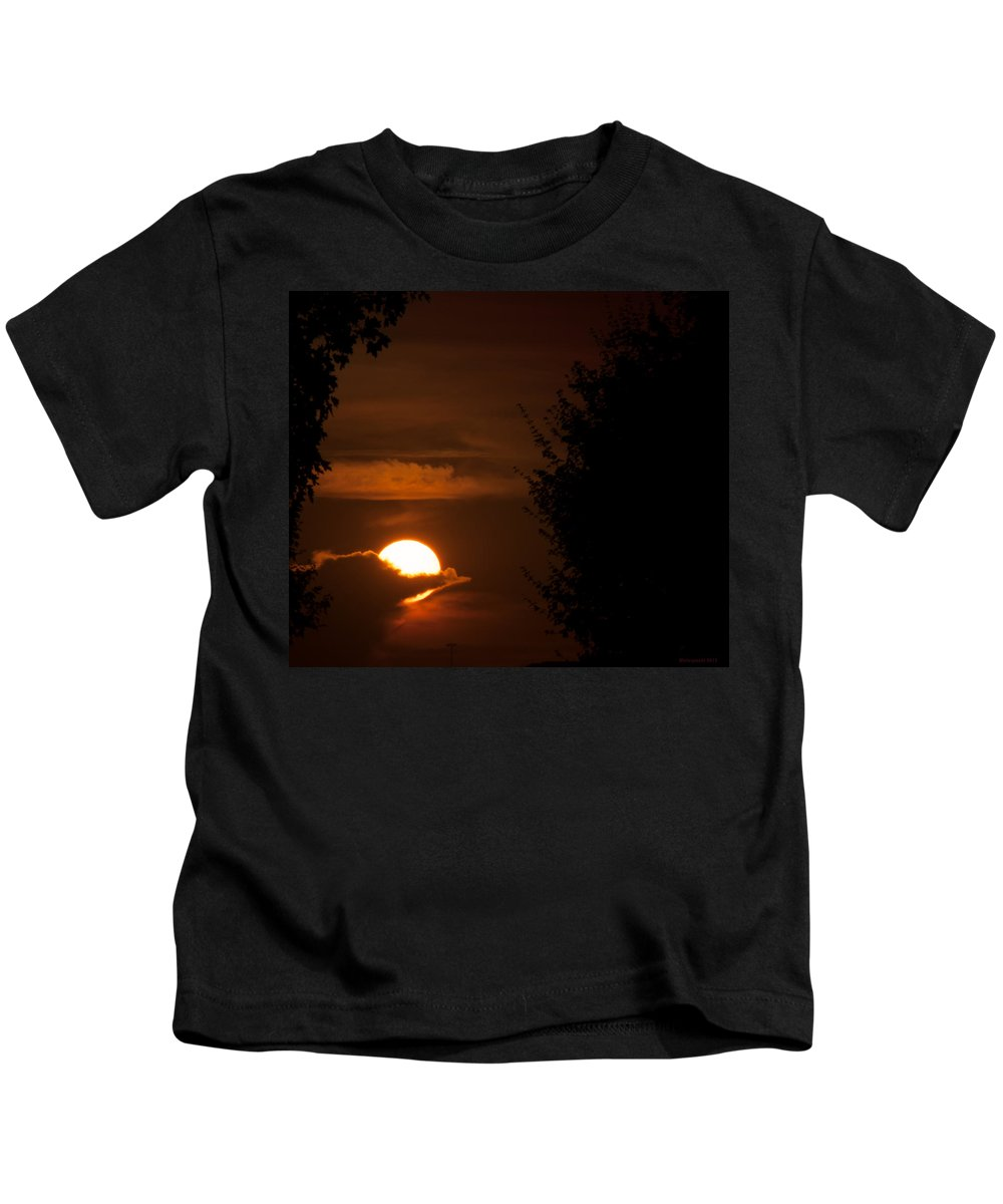 Airport Kids T-Shirt featuring the photograph Sunset by Miguel Winterpacht