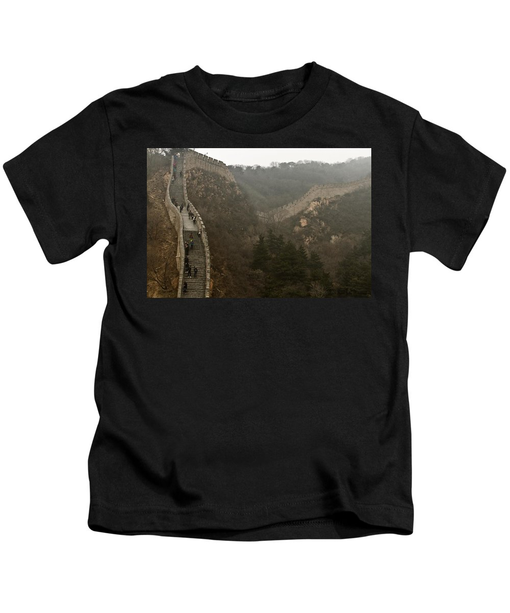 Great Wall Of China Kids T-Shirt featuring the photograph The Great Wall Of China At Badaling - 7 by Hany J