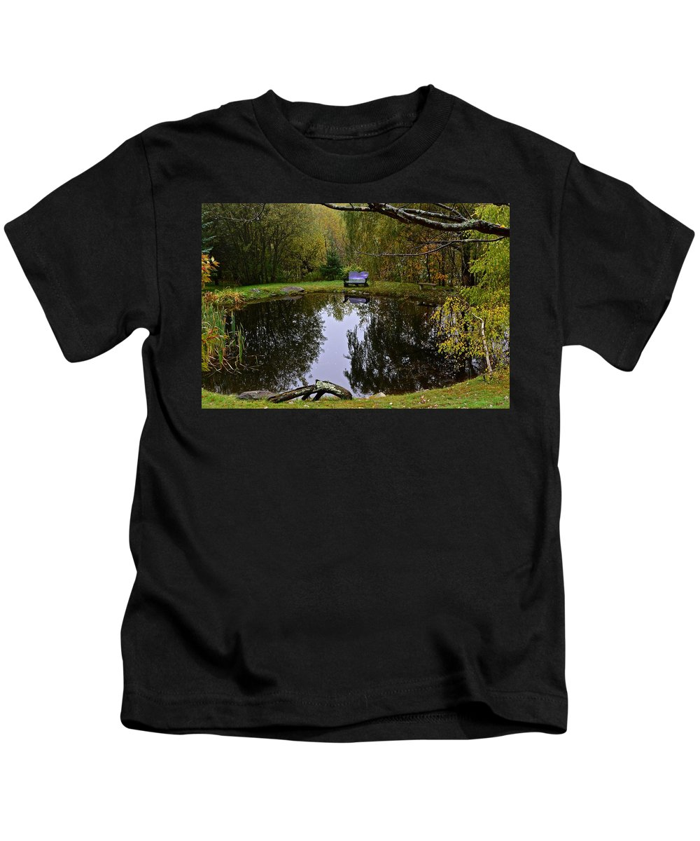 Vermont Kids T-Shirt featuring the photograph Vermont Pond In Autumn by Tana Reiff