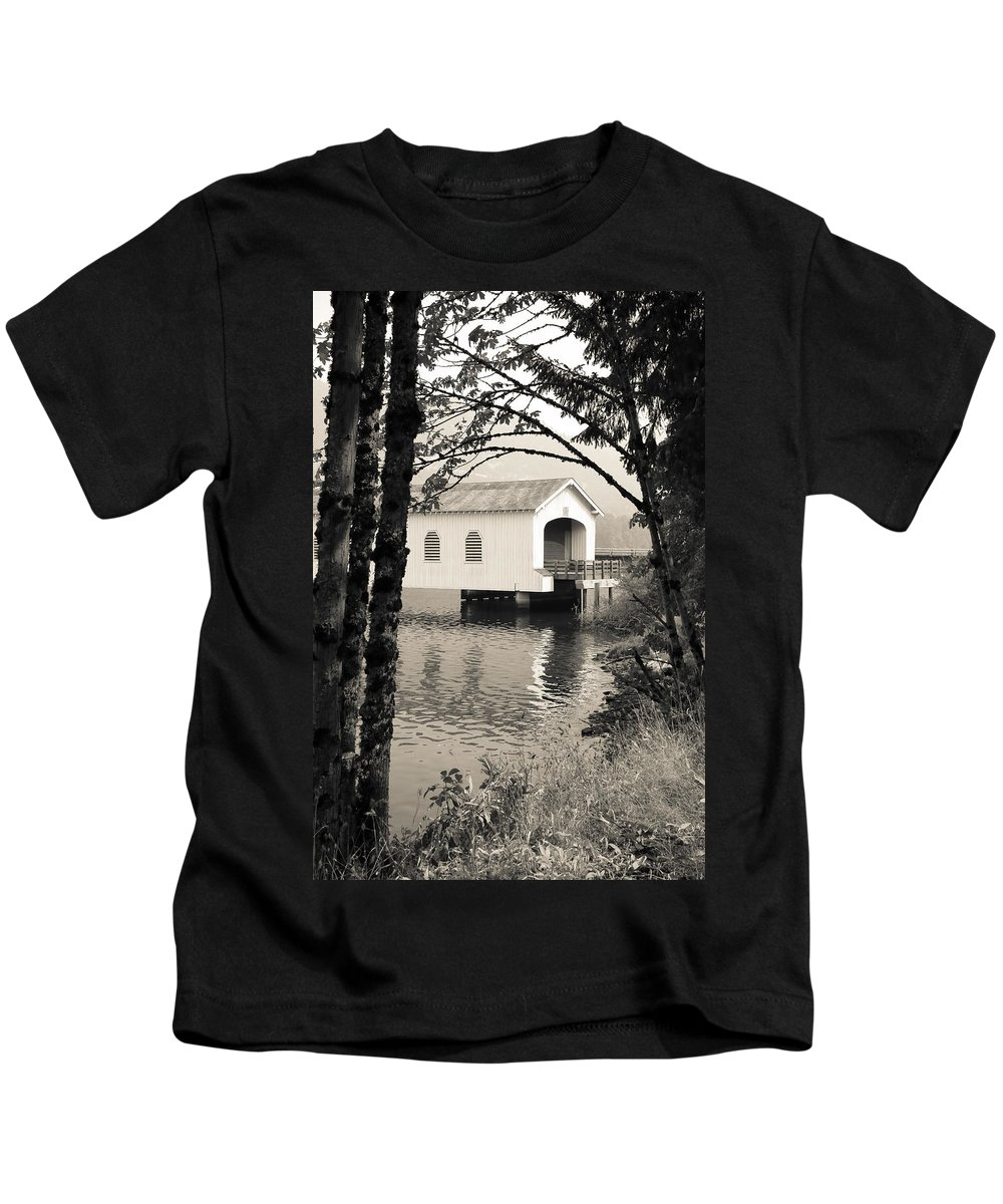 Lowell Covered Bridge Kids T-Shirt featuring the photograph Vintaged Covered Bridge by Athena Mckinzie