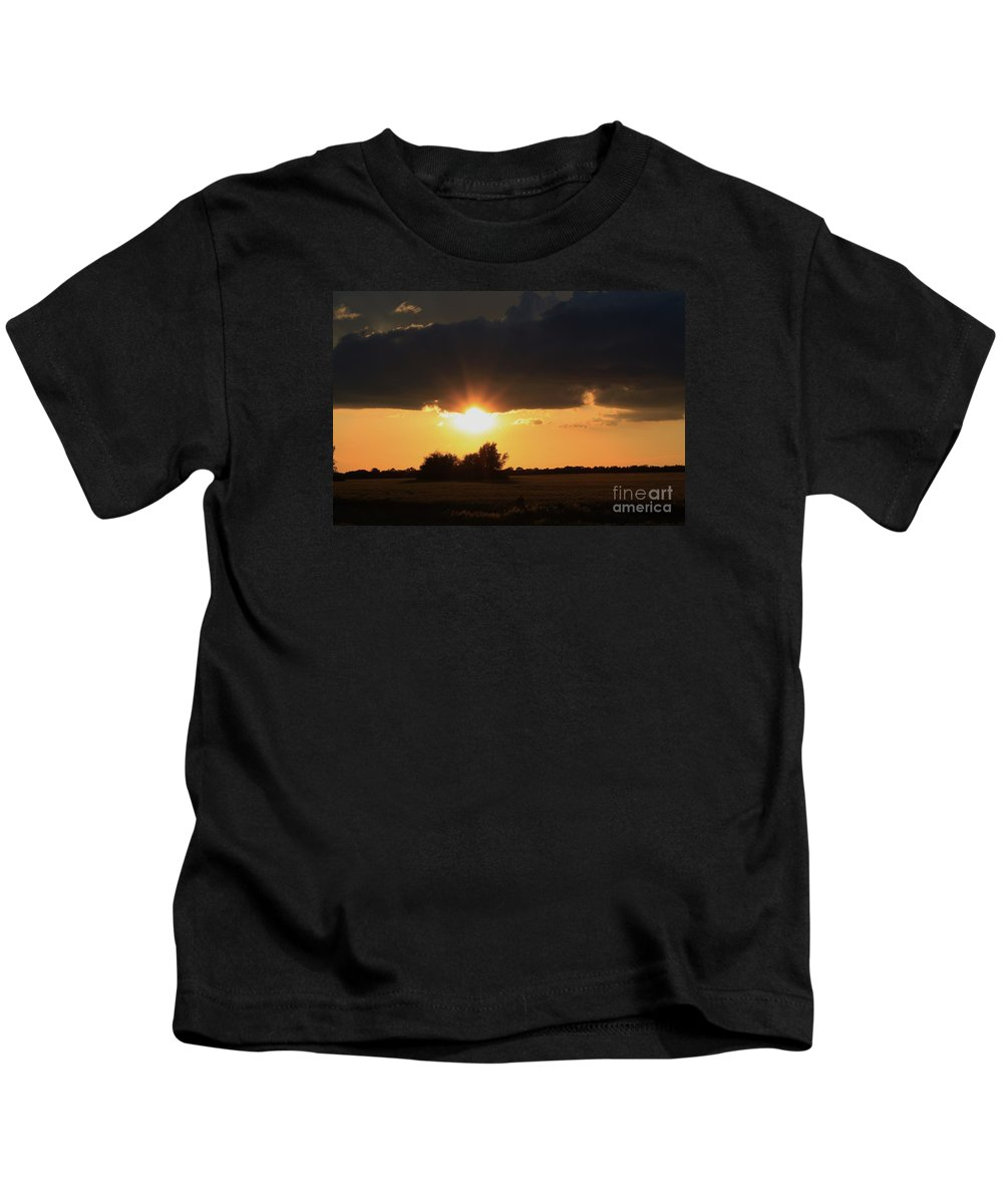 Sun Kids T-Shirt featuring the photograph Wheatfield Sunset With Cloud's And Tree's by Robert D Brozek