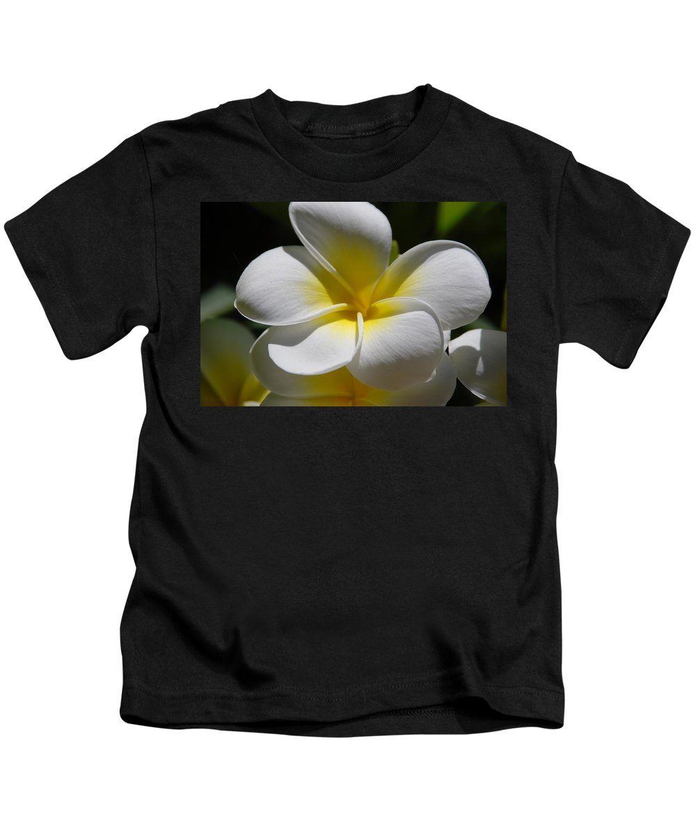 Nature Kids T-Shirt featuring the photograph White Bloom by Rob Hans