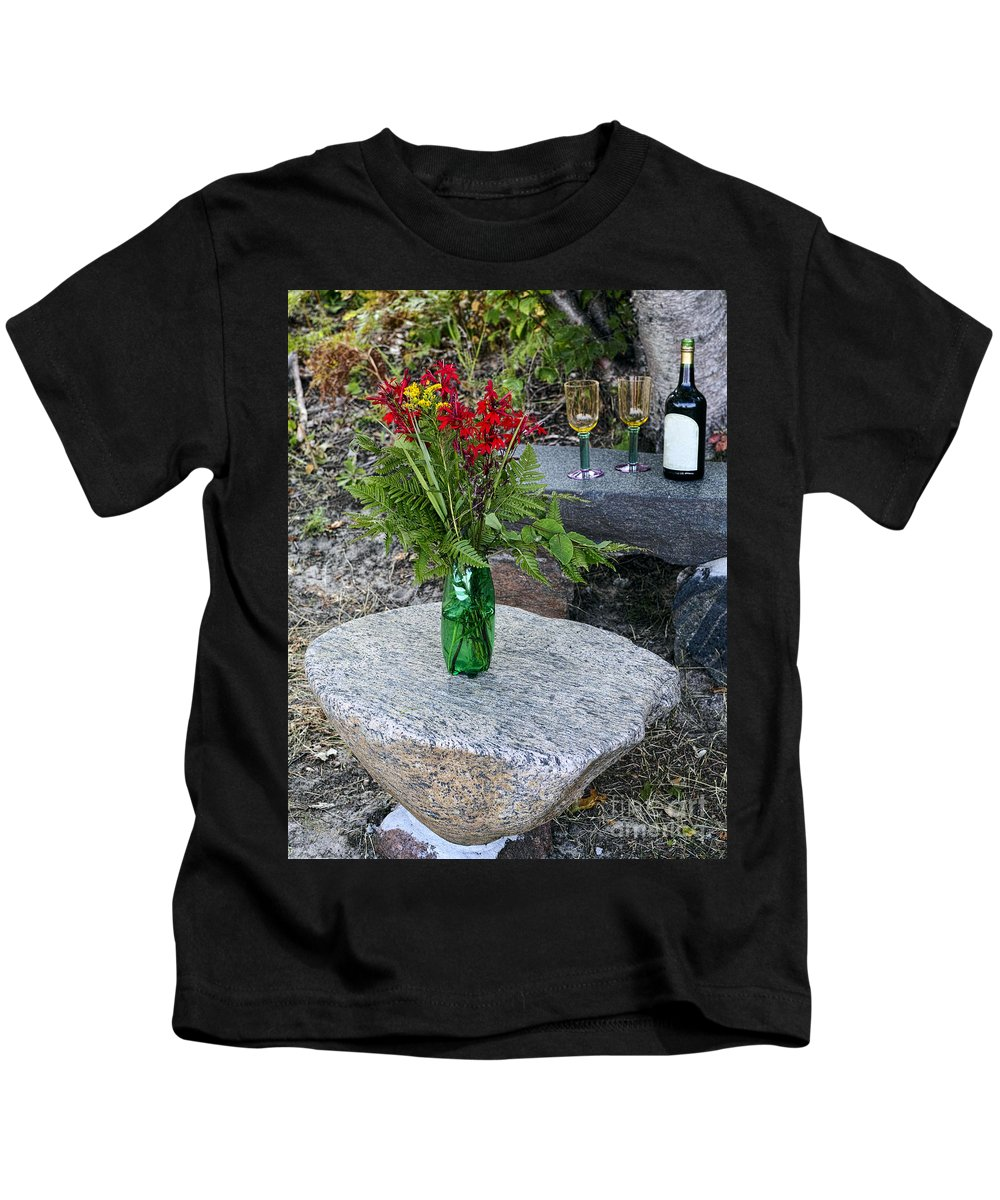 Red Kids T-Shirt featuring the photograph Wine And Red Flowers On The Rocks by Les Palenik