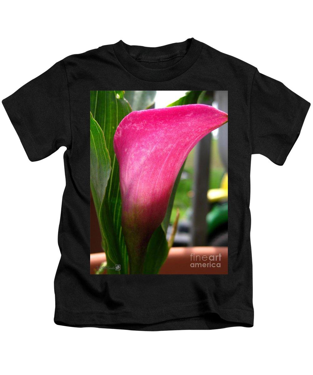 Zantedeschia Kids T-Shirt featuring the photograph Zantedeschia Named Regal by J McCombie