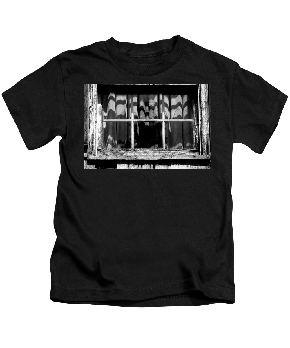 Black And White Kids T-Shirt featuring the photograph Hitchcock by Jeff Heimlich