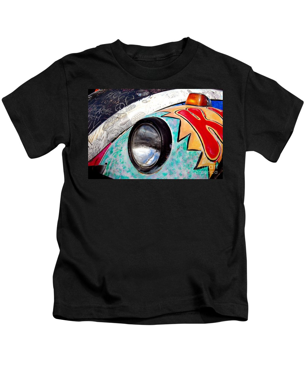 Head Shop Kids T-Shirt featuring the photograph 1972 Volkswagen Beetle by Guy Harnett