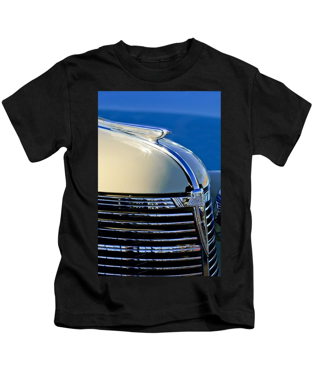 1933 Chevrolet Kids T-Shirt featuring the photograph 1933 Chevrolet Hood Ornament by Jill Reger