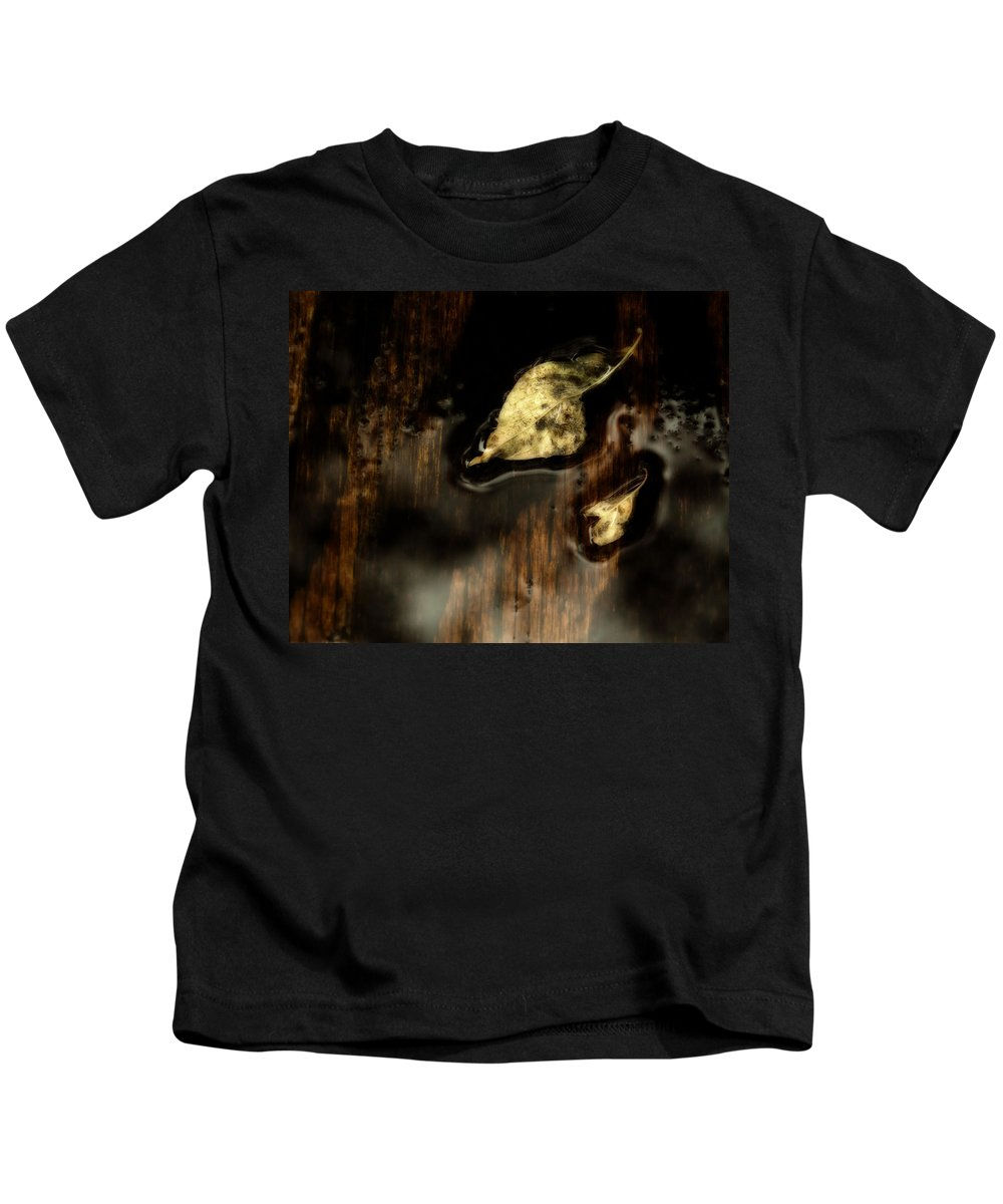 Da 18-135 Wr Kids T-Shirt featuring the photograph After The Rain by Lori Coleman