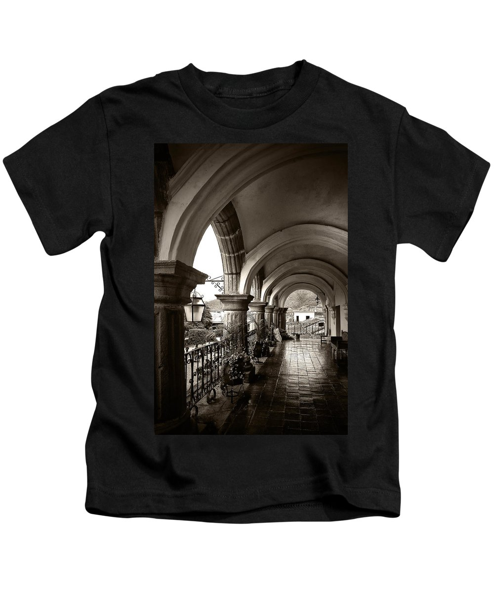 Arch Kids T-Shirt featuring the photograph Antigua Arches by Tom Bell
