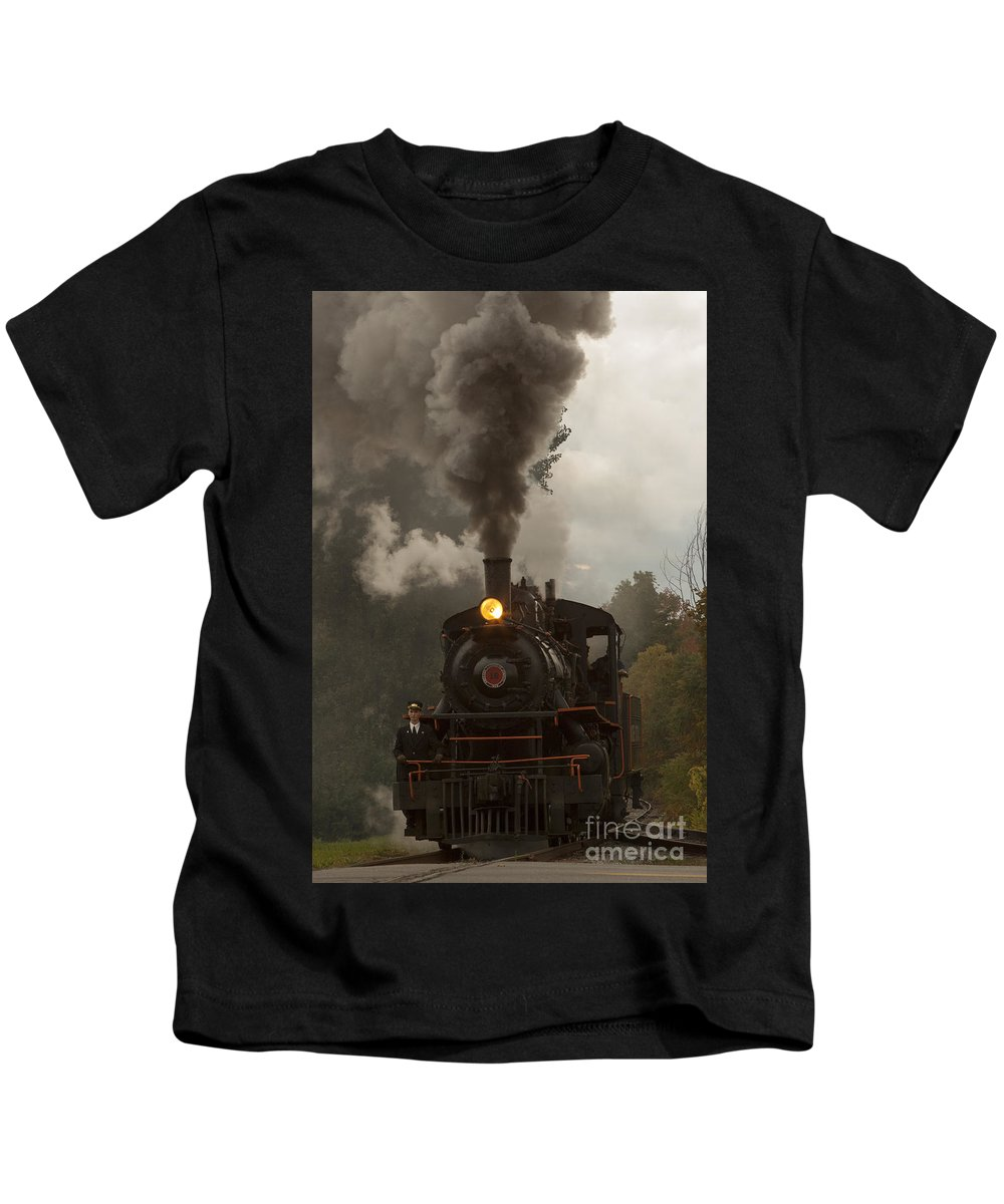Train Kids T-Shirt featuring the photograph Arcade Steam Engine by Darleen Stry