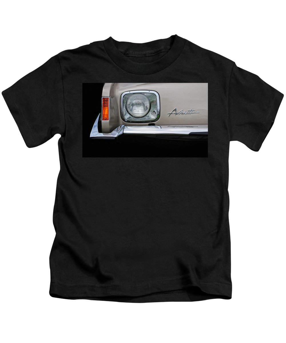 Avanti Kids T-Shirt featuring the photograph Avanti by Dave Mills