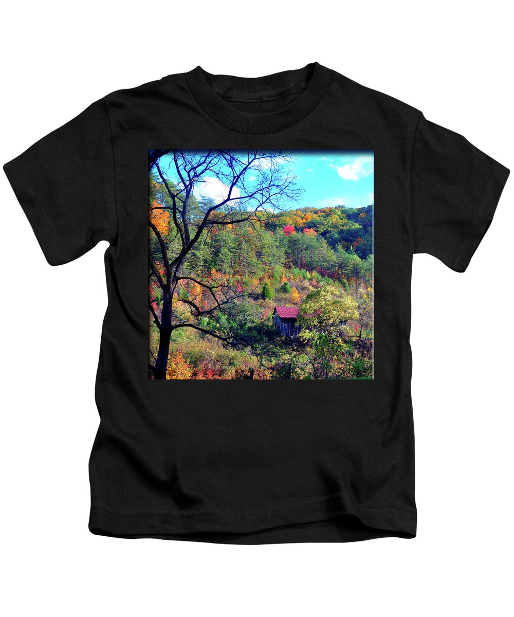 Gatlinburg Kids T-Shirt featuring the photograph Back Road Barn by Brittany Horton