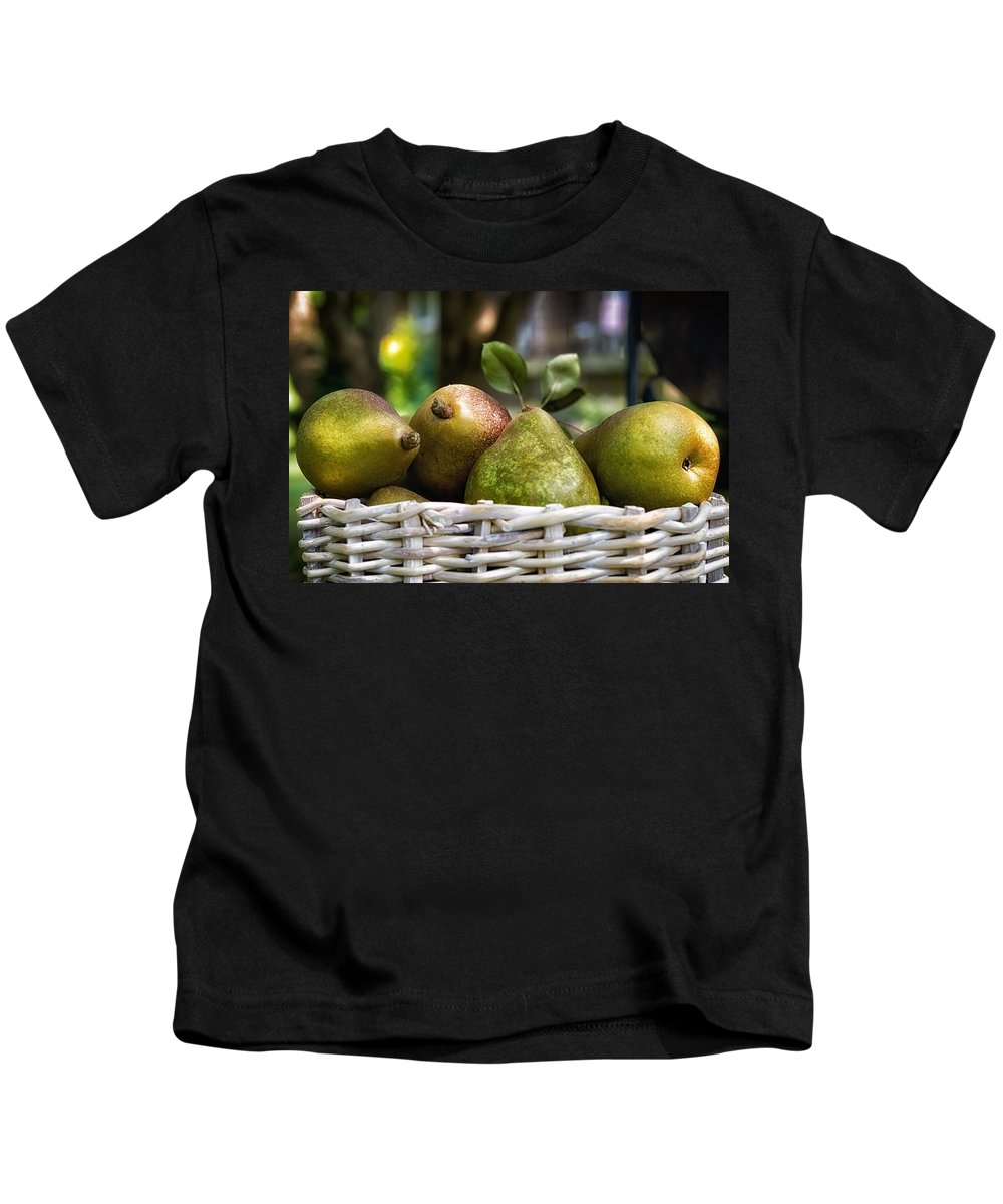 K-30 Kids T-Shirt featuring the photograph Basket Of Pears by Lori Coleman